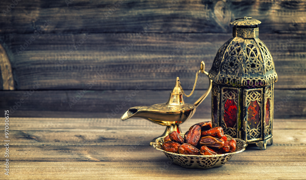 Obraz Tryptyk Ramadan lamp and dates on